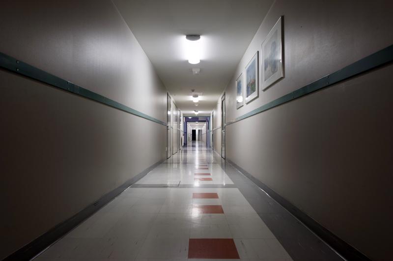 Psykiatrian sairaansijoista on kysymys. Asiakkaat toivovat niitä lisää, sillä pelkkä kotihoito ei aina riitä suojaamaan mielenterveyskuntoutujien turvallisuutta ja kuntoutumista. Visalan sairaala Ylivieskassa suljettiin muutama vuosi sitten.