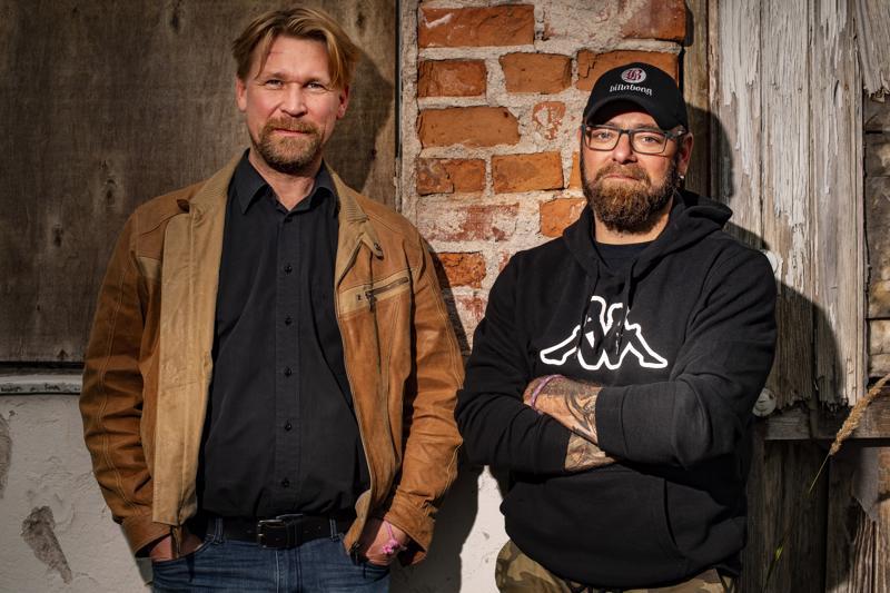 Ohjaaja Aleksi Mäkelä ja näyttelijä Matti Ristinen tekeivät kuluneella viikolla Olen suomalainen -elokuvan maakuntakiertueen.