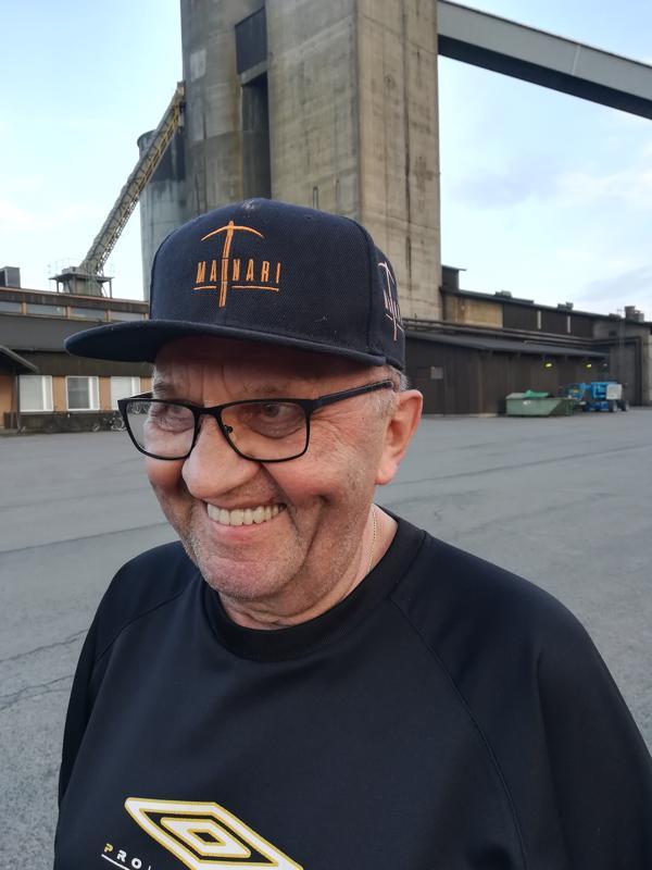 Martti Savolainen on mainari lakkia myöden.