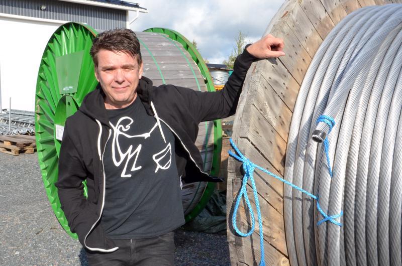 TMV-yhtiöiden sähköurakoinnin keskusvarasto on Ylivieskassa. Projekti-insinööri Jorma Kivi kertoo, että yritys on voittanut mielenkiintoisia isoja sähköurakkoja Imatraa myöten, ja kantaverkkoyhtiö Fingrid on myös  tyytyväinen tekemiseen.
