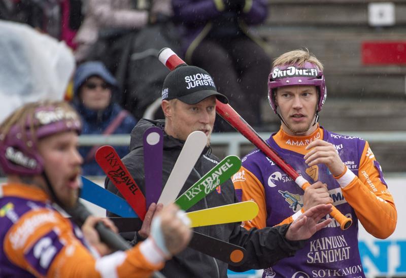 Sotkamon Jymyn Joni Rytkönen (vas.), Jani Komulainen ja Niko Korhonen löysivät lääkkeet, joilla Joensuu kaatui ensimmäisen kerran loppuottelusarjassa.