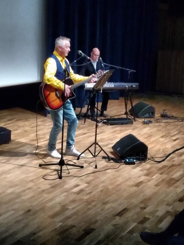 Jukka Kuoppamäki esiintyi Virta-salissa sunnuntaina.