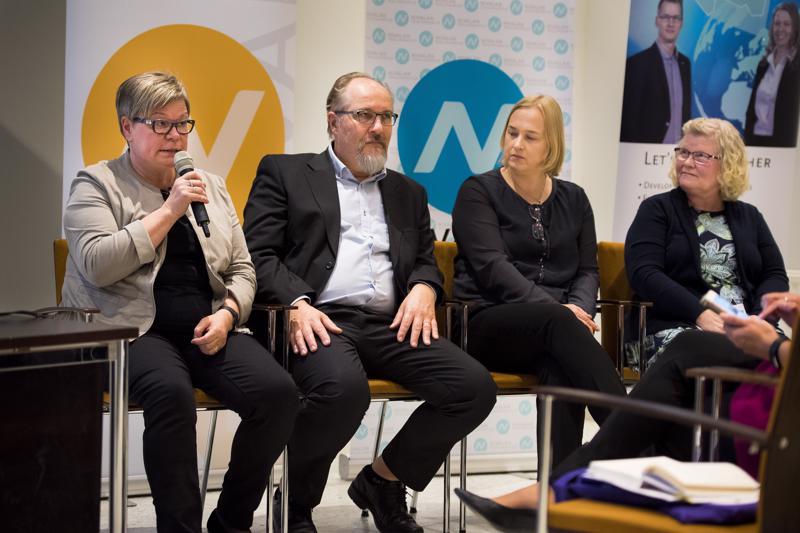 Kerttu Saalasti -seminaarin panelistit Anne Mattila, Jukka Kömi, Sanna Teiskonen ja Sisko Kvist.