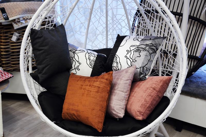 Tyynyillä sisustukseen saadaan ilmettä ja vaihtelua.