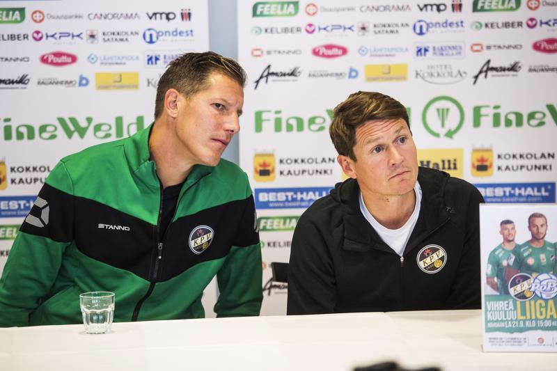 Pallollinen pelaaminen ei ollut Ville Koskimaan ja Jani Uotisen mukaan riittävän hyvää Helsingissä.