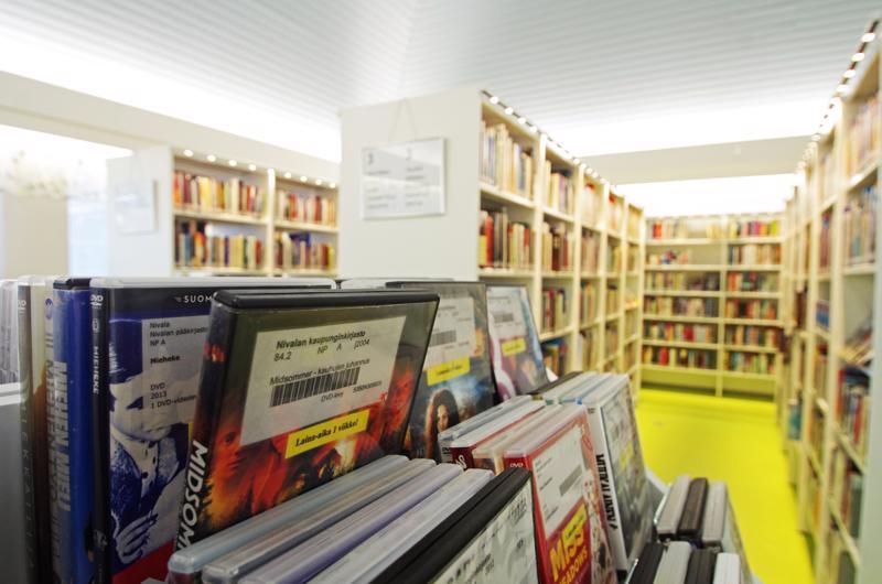 Yksi Marrasvalakeiden pitopaikoista on varmuudella kirjasto.