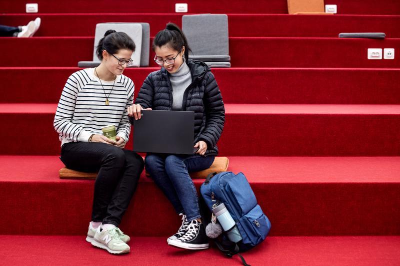 Syyskuussa opintonsa Centrialla aloittaneet tutkinto-opiskelijat, venäläinen Anastasiia Shapovalenko (vas.) ja vietnamilainen My Lam eivät joutuneet odottelemaan viisumia pitkään.