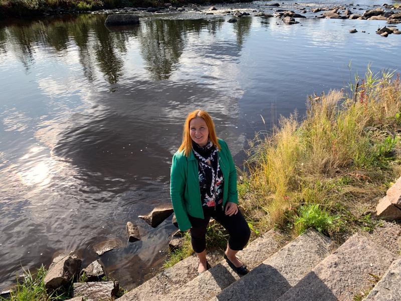 Eija-Liisa Pokki on työskennellyt harrastajanäyttelijöiden, mielenterveyskuntoutujien ja muistisairaiden parissa. Ylivieskaan hän muutti pyöritettyään sitä ennen kahvilaa Tampereella.