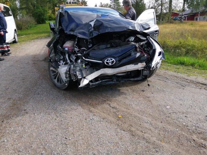 Henkilöauto ja traktori kolaroivat torstaina Toholammilla.