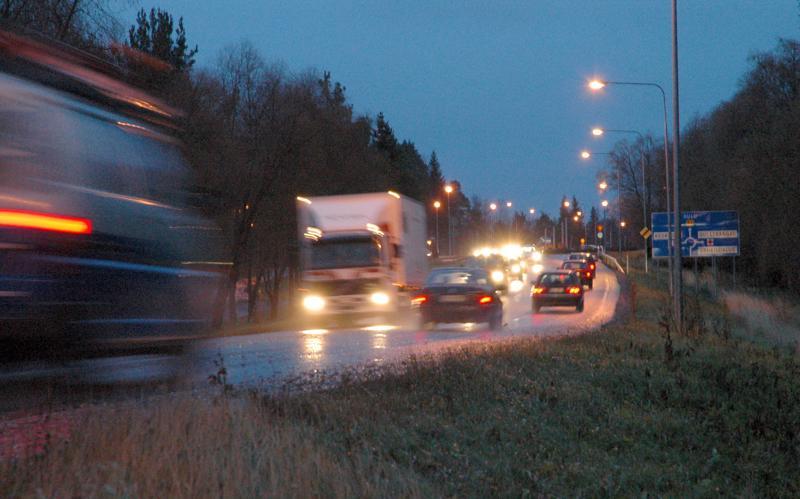 Liikennekeskuksen mukaan Pohjois-Pohjanmaalla on syytä varautua paikoitellen huonoon ajokeliin perjantaiaamuna. Arkistokuva.