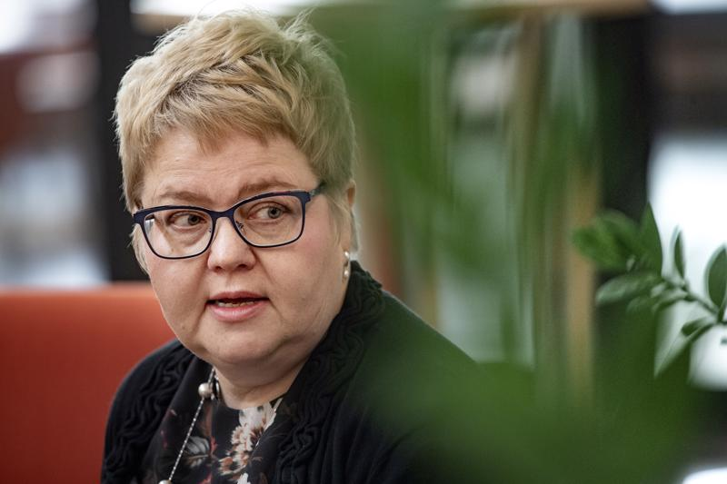 Minna Korkiakoski-Västi ei mieluusti puhu irtisanomisista, ulkoistamisista tai keskittämisestä, silti 14 miljoonaa on jostakin nipistettävä.