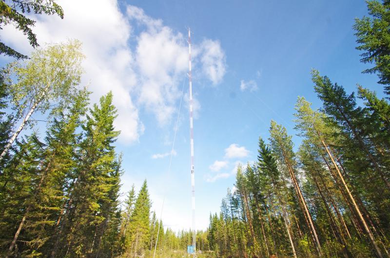 Kukonahossa on nyt mittausmasto, jolla selvitetään alueen tuulioloja.