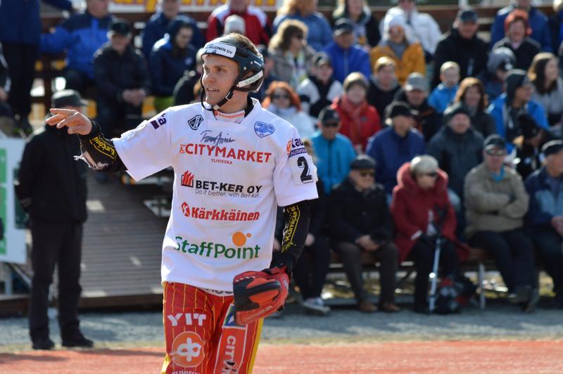 Tuomas Jussila loistaa pesiskentällä niin sisällä kuin ulkona. Vuonna 1989 syntynyt Kuula-kasvatti pääsi juhlimaan lauantaina uransa kolmatta Suomen mestaruutta.