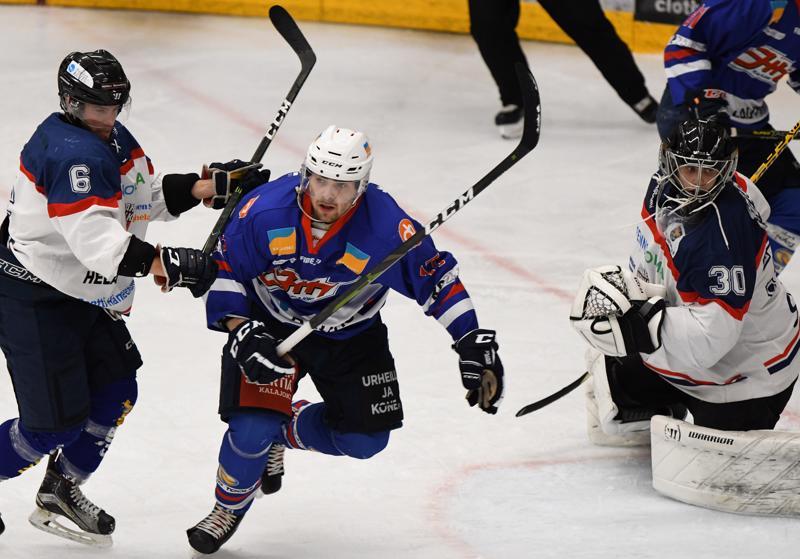 Viime kaudella Ruotsin Division 2:ssa kiekkoillut Jani Nurkkala viilettää tällä kaudella JHT-nutussa. Tehot Suomi-sarjassa antavat toistaiseksi odottaa itseään, sillä kasvattajaseuraansa Raahe-Kiekkoa vastaan Nurkkala ei onnistunut vielä pistetiliään kartuttamaan.