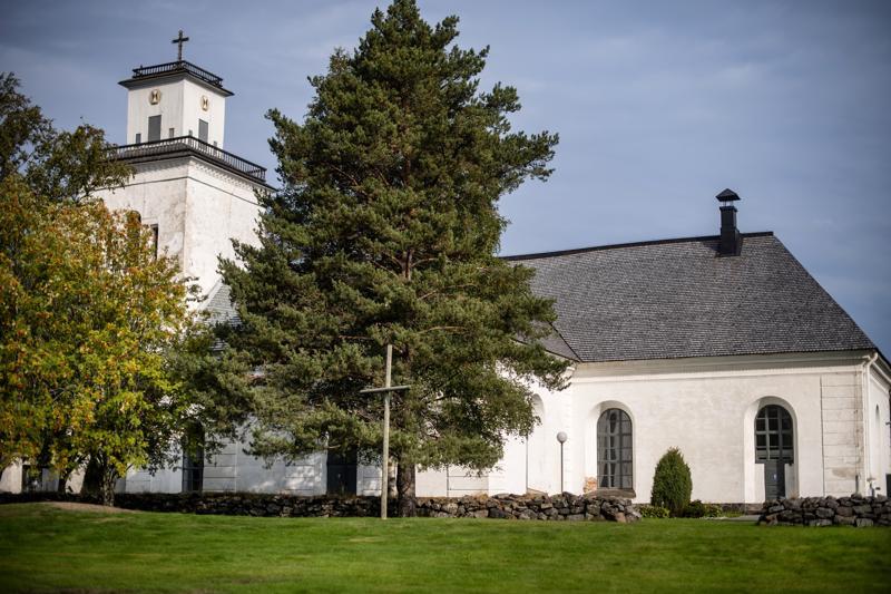 Kaarlelan vanhan pitäjänkirkon tarkkaa rakentamisvuotta ei tiedetä, mutta sen vanhimmat osat on ajoitettu 1460-luvulle.