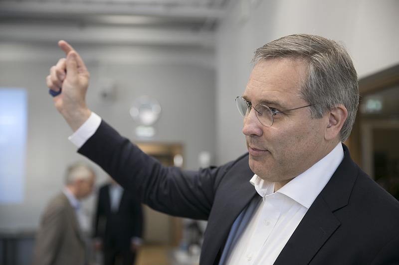 Suomen Yrittäjien toimitusjohtaja Mikael Pentikäinen uskoo, että minimipalkkojen määrittely laissa toisi vakautta palkoista sopimiseen.