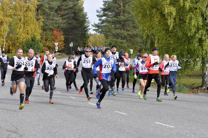 Vaikka Kauniston maraton kerää juoksijoita Haapajärvelle ympäri Suomen, maratoonareiden kokonaismäärä laskee vuosi vuodelta.  -Haapajärvisten osuus juoksijoista on marginaalinen, Ilkka Heinonen kertoo.