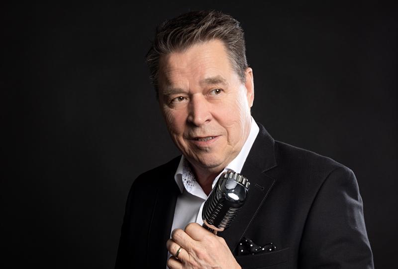 Laulaja Markku Aro esittää ensimmäistä kertaa konserttisalikiertueella hittinsä 1960- ja 1970-luvuilta lähtien. Aro täyttää ensi vuonna 70 vuotta.