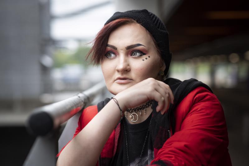 Dani Saarela loi viime vuonna puhelimeensa bucketlistin, johon hän keräsi kaikki ne asiat, jotka haluaa vielä tehdä elämässään. 25-vuotissyntymäpäivän ja joulun viettäminen on jo rastitettu tehdyiksi, samaten drag queen -esityksen näkeminen livenä. Yksi vielä toteutumattomista haaveista on tatuoinnin ottaminen.