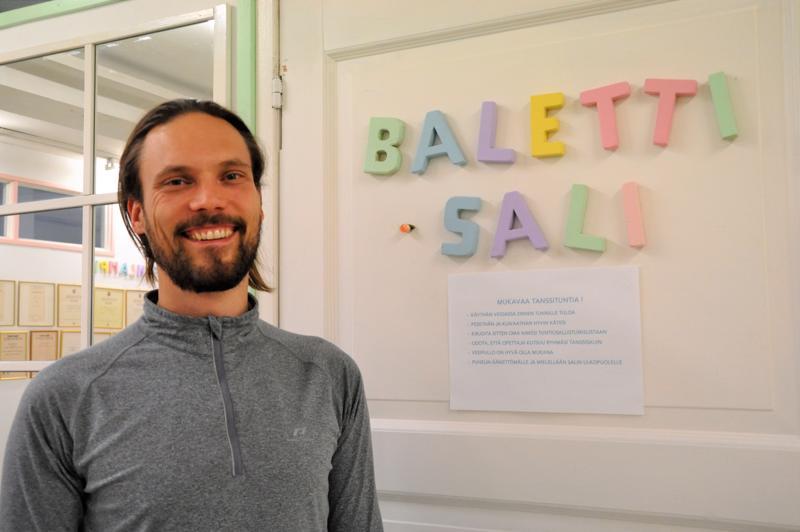 Samuli Räsäsen ajatuksen pohjalta balettiopistossa on aloitettu Fortnite-tanssiryhmän pojille. – Arvelin, että se houkuttaisi poikia paremmin kuin klassinen baletti.