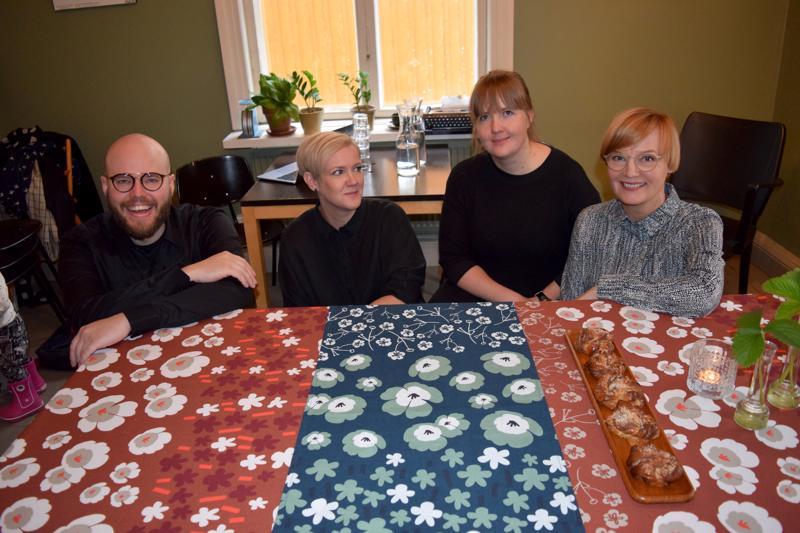Anders Haals, Johanna Högväg, Tanja Krokvik ja Elin Rebers suunnittelevat kuoseja Japaniin.