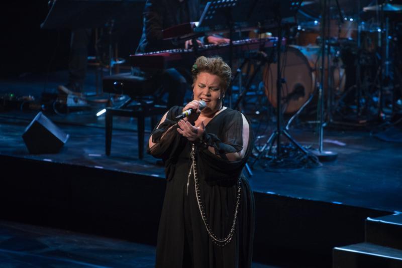 Annamaria Karhulahti esiintyi helmikuussa 2019 Ilta Oscareiden tapaan -konsertissa Lahden Kaupunginteatterissa.
