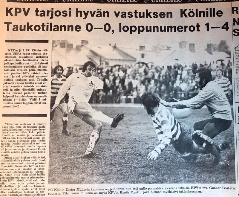 "Tuleva maajoukkuepelaaja Dieter Müller on laukonut ja ""Gunu"" Isosaari torjuu. Edessä Kenth Myntti."