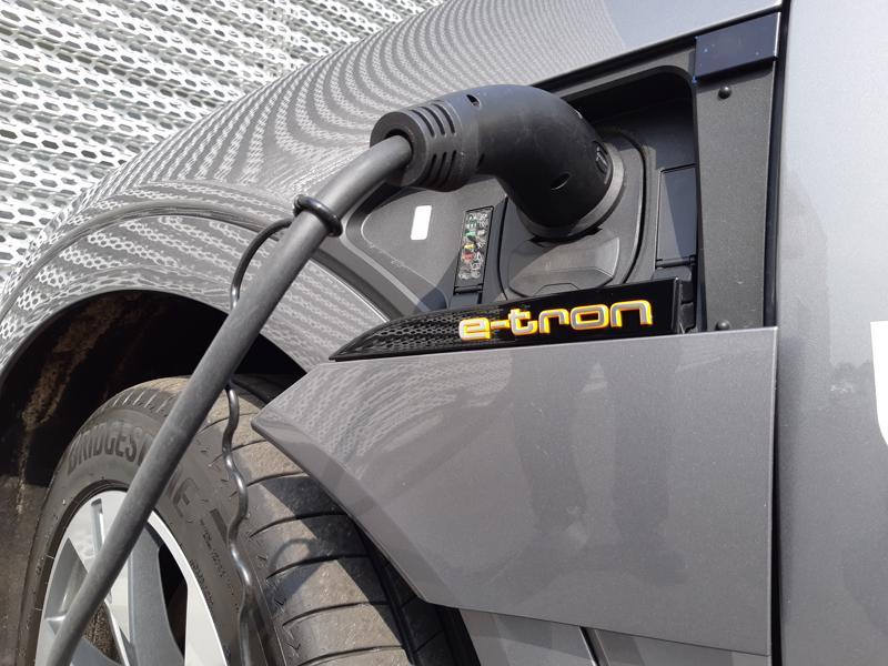 Tässä latauksessa Audin uusi sähköautomalli.