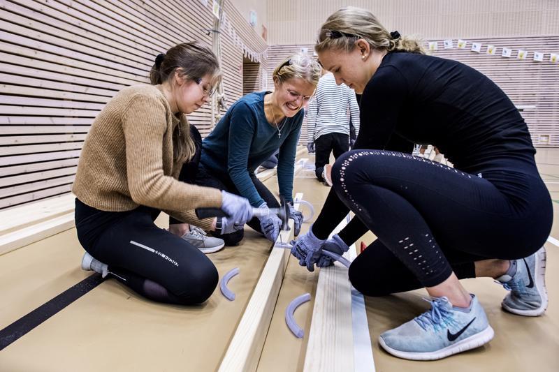 Taitaja9-paikalliskilpailussa oli Alisa Pajukankaan, Sandra Höglundin ja Minttu Hartikaisen mukaan todella hauskaa. Kädet vain hieman tärisivät vauhdikkaan vasaroimisen jälkeen.