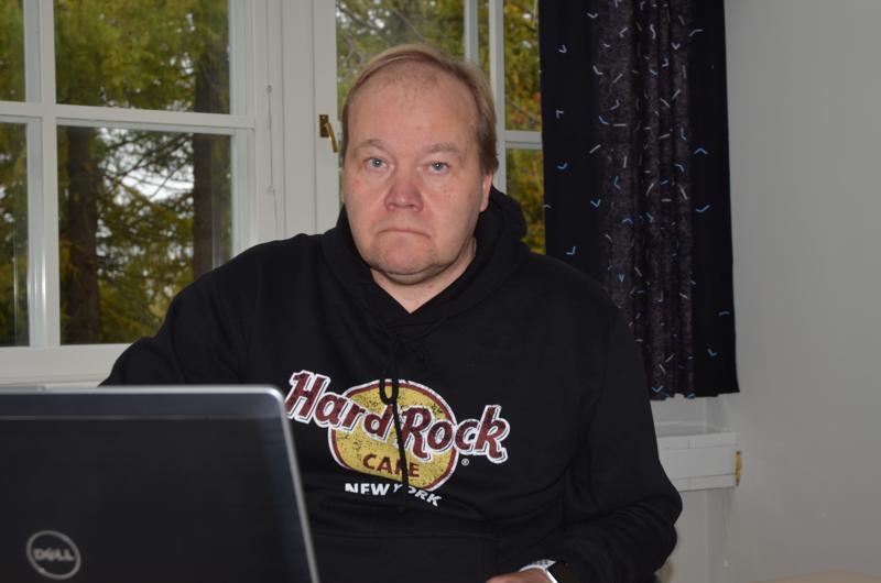 Selvitystä. Kaustisen seutukunta kartoittaa palloiluhallin rakentamismahdollisuuksia. Jukka Rimpioja tekee selvitystyötä.