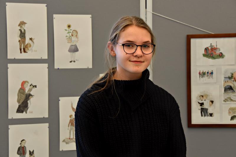 Helmi Karsikas kertoo tykänneensä piirtämisestä ja maalaamisesta aivan pienestä asti.