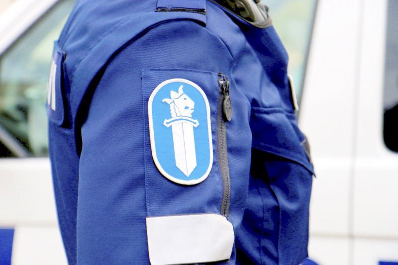 Poliisi valvoi tehostetusti liikennettä Oulun seudulla. Nivalalainen 17-vuotias kuljettaja menetti ajokortin ylinopeuden takia.