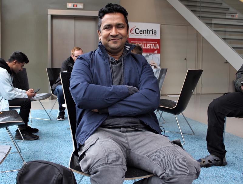 Dhakan kaupungista, Bangladeshista Pietarsaaren opiskelemaan tullut Md Abdul Karim Majumder toivoo lastensa varttuvan Suomessa.