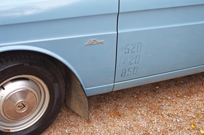 Piilofarmarin kyljestä löytyvät auton kantavuustiedot.