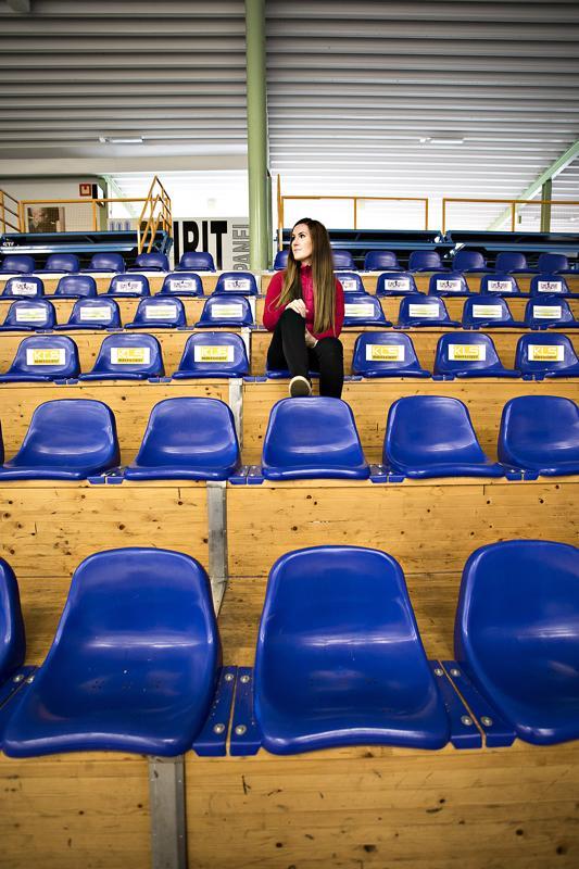 Krista Palolan jääkiekkopelit loppuivat 1,5 vuotta sitten kuin seinään, jonka jälkeen hän joutui hetkeksi tyytymään vain katsojan rooliin.