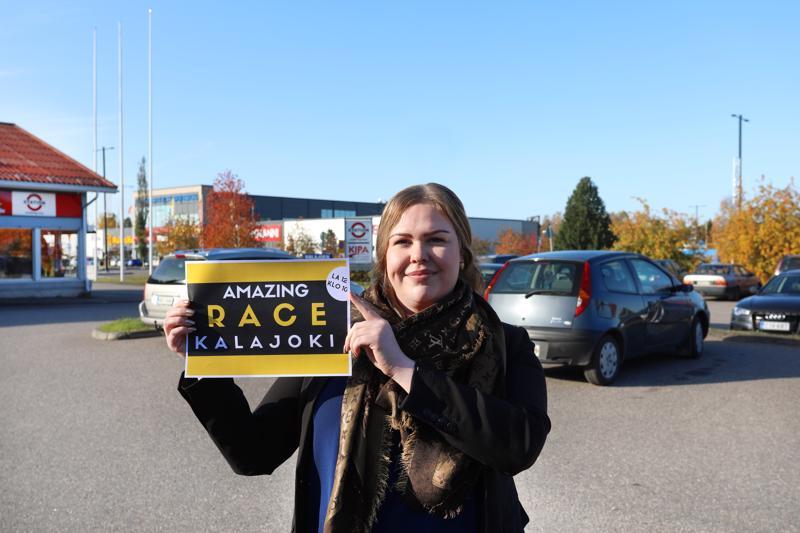 Fanni Pöntiö kertoo, että Amazing Race -kilpailuun saa osallistua niin jalan kuin autolla.