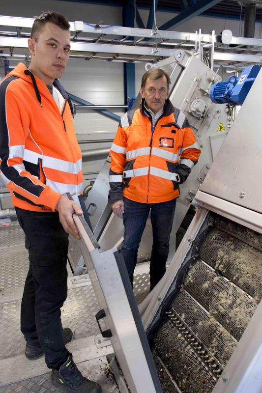 Tänne seulotuvat jätevedestä kaikki ylimääräiset, kuten topsy-puikot ja kondomit, toteavat Petri Lamminaho ja Pauli Hietala.