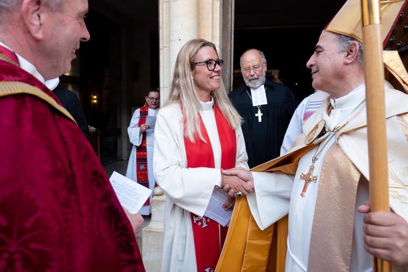 Maria Leppäkari vihittiin papiksi toissa viikonloppuna Jerusalemissa.