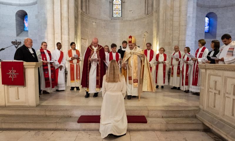 Leppäkari vihittiin papiksi Vapahtajan kirkossa.