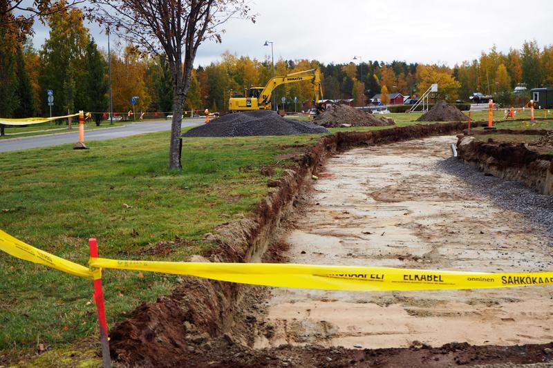 Ulkokuntosalin kaivuutyöt ovat alkaneet Meripuistossa ja kuntosalivälineet asennetaan muutaman viikon sisällä.