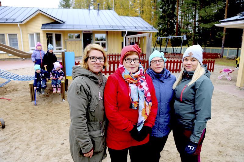 Saara Kangas (vas.) on talvesta lähtien toiminut Kivitaskun päiväkodin johtajana. Lapsia hoitavat Arja Vähäkainu, Minna Tastula ja Sofia Klemola taas tuntevat talon jo 20 vuoden takaa, jolloin päiväkoti valmistui.
