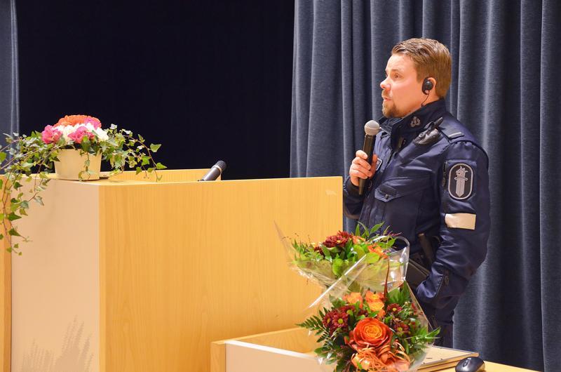 Juhlapuheen pitänyt Timo-Pekka Nuolioja kertoi vanhuksille turvallisuuteen liittyvistä asioista poliisin näkökulmasta.
