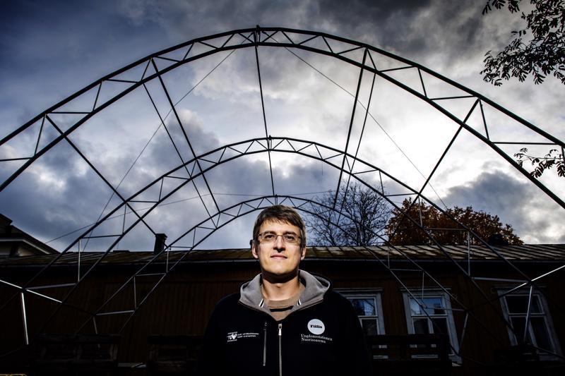 Psykiatrian erikoissairaanhoitaja David Sandström kohtaa työssään Pietarsaaren nuorisoaseman koordinaattorina nuorten hädän.