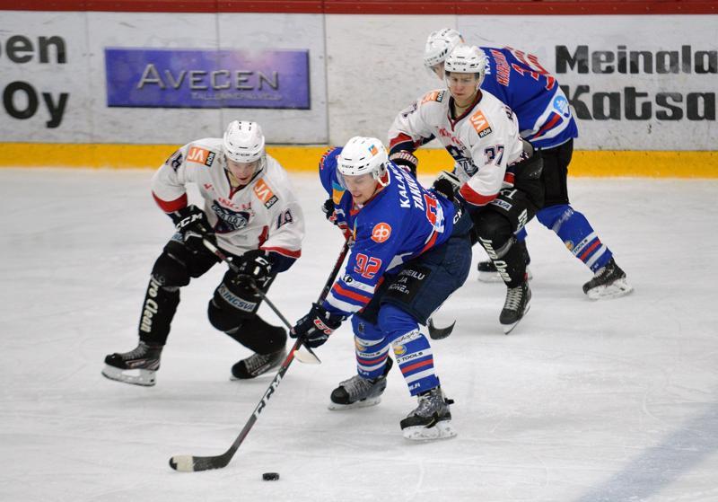 Juho Takkula avasi ottelun maalihanat JHT:n ja Muik Hockeyn kohdatessa Suomi-sarjassa.