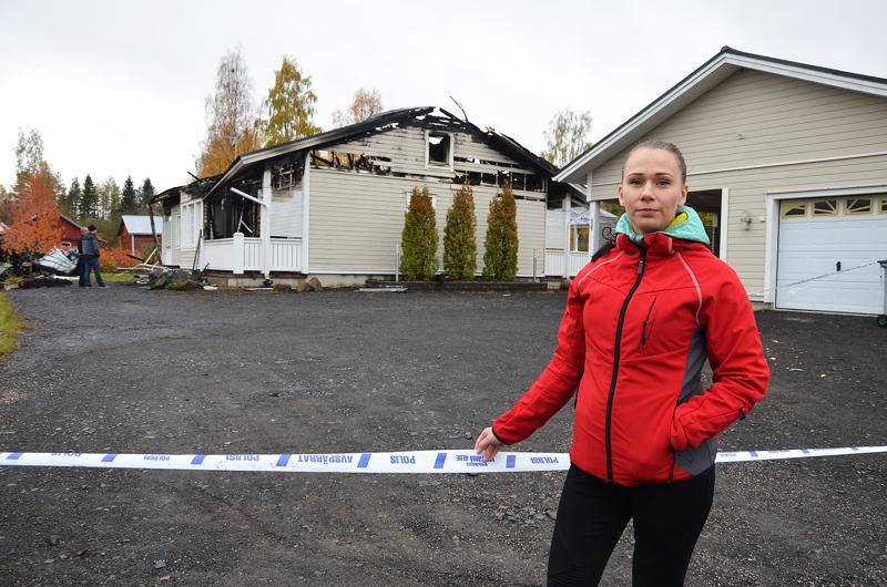 Ringa Viitamaan ja hänen perheensä talo tuhoutui ulkopuolelta alkaneessa tulipalossa viikko sitten maanantain ja tiistain välisenä yönä. Henkilövahingoilta säästyttiin, mutta kaikki omaisuus meni.