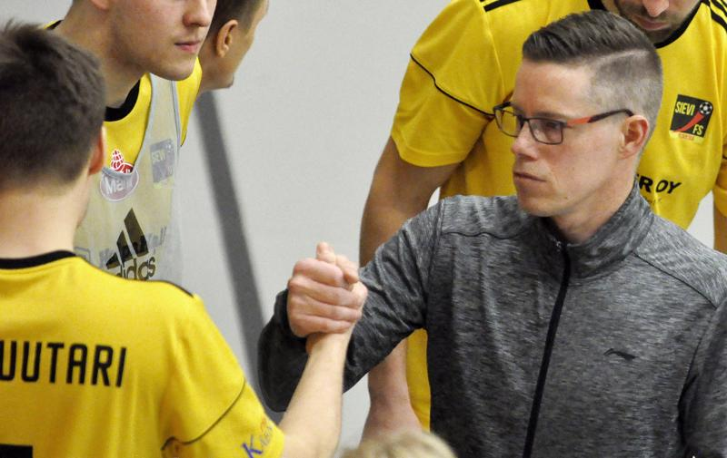Valmentaja Kaj Ollikaisella riittää  miettimistä liigan maajoukkuetaon ajaksi, kun joukkueen meno pistäisi pystyä kääntämään voitokkaaksi.
