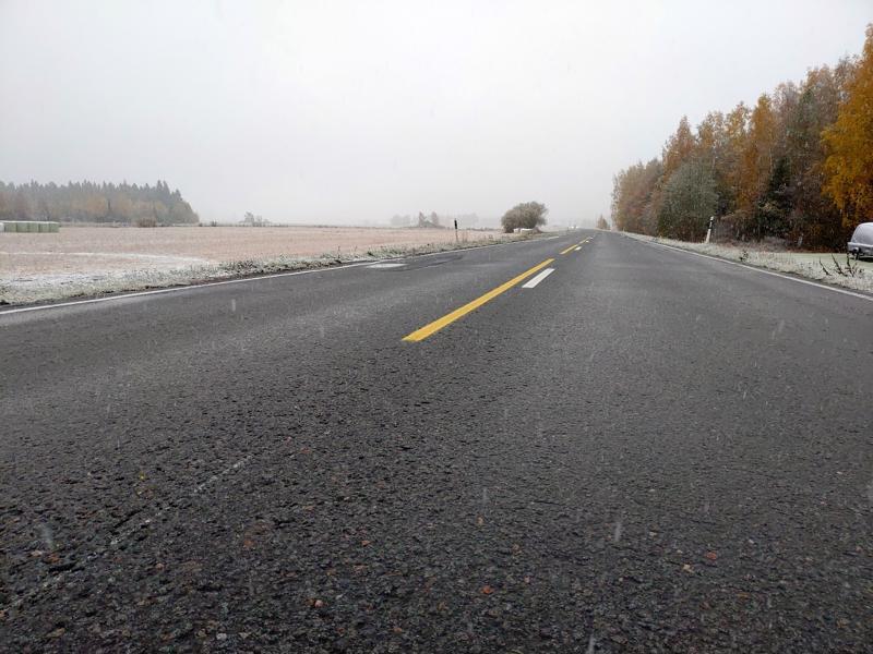 Tienpinnat saattavat jäätyä sunnuntaiaamuna Keski-Pohjanmaalla. Myös räntää on satanut osassa maakuntaa.