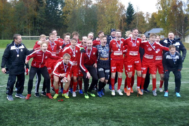 Pietarsaaren Jaro juhli B-poikien SM-hopeaa kauden päätteeksi.
