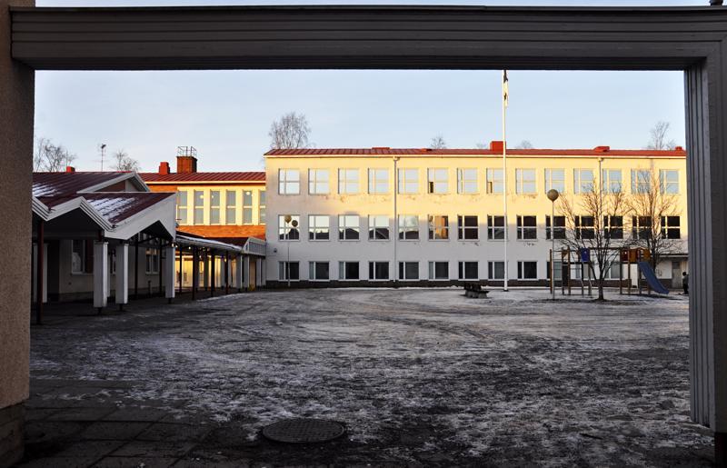 Jos Pohjankylän koulua aiotaan käyttää varhaiskasvatuskeskuksena, olisi koulun vanha puoli purettava kokonaan pois.