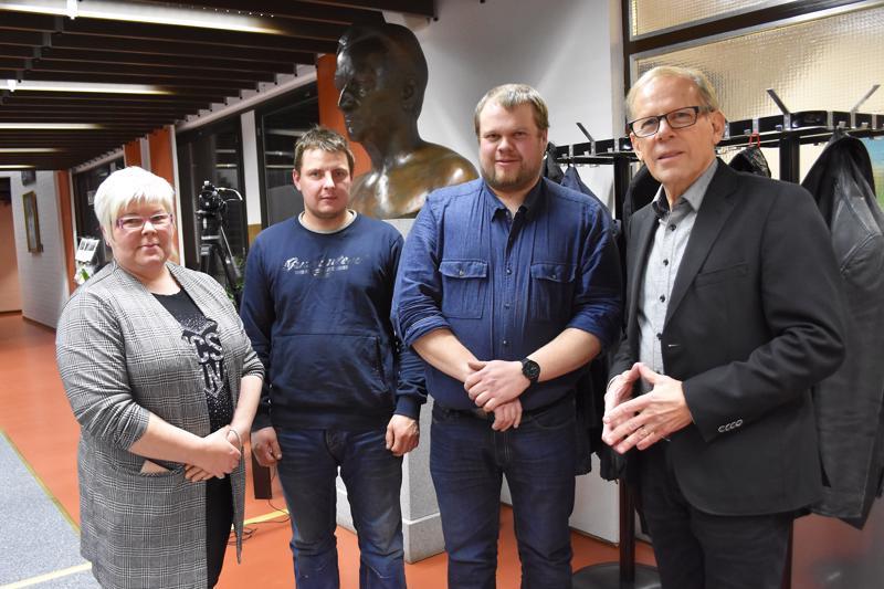Keskustalaiseksi Haapavesi-ryhmäksi itsensä nimenneeseen uuteen valtuustoryhmään kuuluvat Sari Vatjus, Sami Ritola, Pekka Hänninen ja Heikki Pitkälä sekä kuvasta puuttuva Jarmo Viinala.